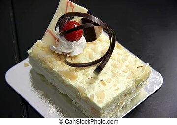 Sponge cake - Sansrival white sponge cake with icing ...