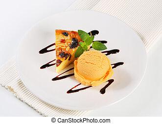 Sponge cake with ice cream