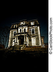 Spooky Haunted House - An old deteriorating mansion