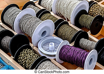 Spools with chains