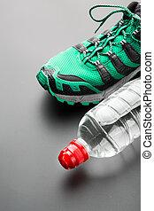 sport eau, chaussure, bouteille