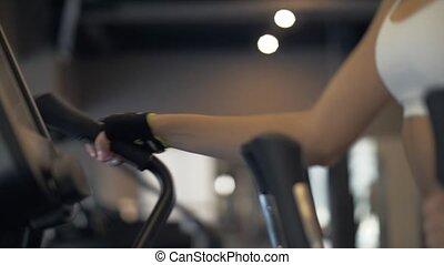 sport frau, warmlaufen, vorher, training, auf, überqueren...