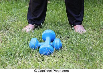 Sport Hanteln Rasen Beine Seniorin - Sport, Hanteln, Rasen,...