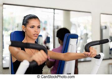 sport, leute, training, und, klappend, in, fitneßklub