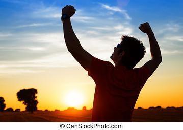 sportif, à, bras haut, célébrer, reussite