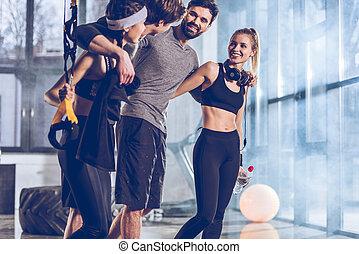 Sportive, groep,  trx,  Gym, Mensen, uitrusting, Bovenkant, aanzicht