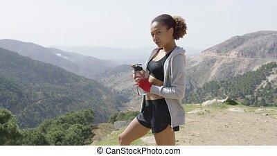 sportive, vrouwlijk, het poseren, met, fles water