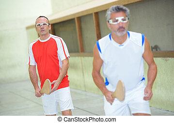 sportler, spielen kugel, spiel, mit, hölzern, fledermäuse