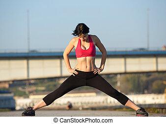 sportowy, młoda kobieta, rozciąganie, mięśnie, outdoors