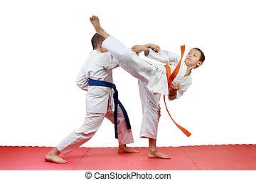 Sportsmen perform paired exercises