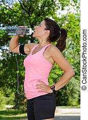 sportswoman, bebendo, retrato, água