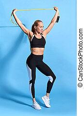 sportswoman, celebrando, braços, vitória, loiro, excitado, levantamento, feliz