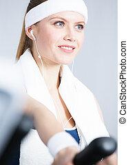 Sportswoman training on gym training in gym