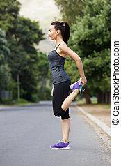 sporty, młoda kobieta, czyn, rozciąganie ruch, outdoors