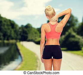sporty, mulher, tocar, dela, pescoço