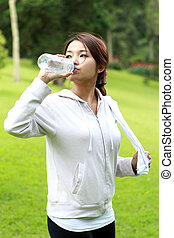 sporty woman drinking mineral water