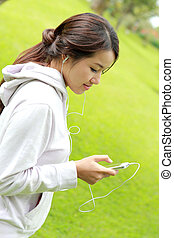 sporty woman listening music from her smartphone