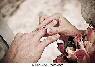 sposa, anello, groom's, dito, indossare