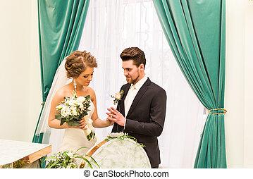 sposa, anello, mettere, matrimonio