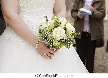 sposa, con, bouquet nuziale, in, lei, mano