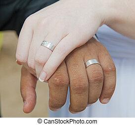 sposa, sposi, anelli, mani