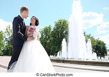 sposa, sposo, city., fondo, abbracciare