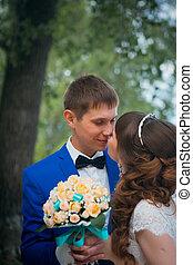 sposa, sposo, fondo, albero, baciare