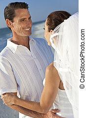 sposato, &, coppia, sposo, sposa, matrimonio, spiaggia