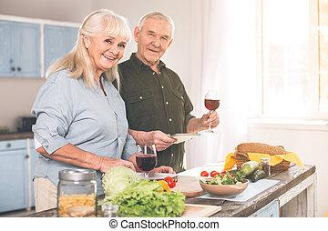 sposato, sano, coppia, cottura, insieme, allegro, cena, anziano