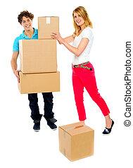spostamento, coppia, scatole, giovane, presa a terra