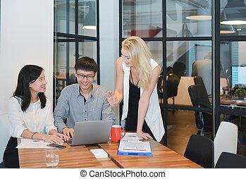 spotkanie, grupa, pokój, handlowy zaludniają