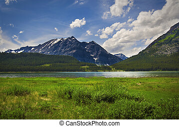 Canadian Rockies - Spray lake in the Canadian Rockies near ...
