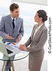 sprechende , über, analytiker, markt, ergebnisse