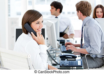 sprechende , enthousiastic, geschäftsfrau, telefon