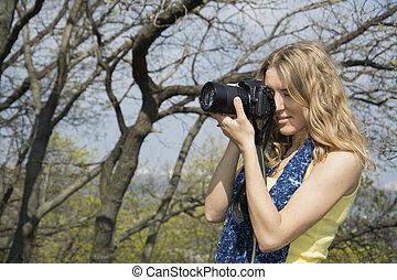 Spring in the park girl photographer.