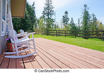 spring., pont, maison ferme, chaises, devant, pendant, blanc, ouvert