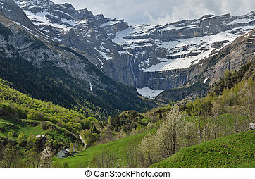 Spring view of the mountain village Gavarnie