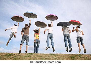 springt, groep, met, paraplu's