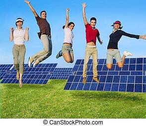 springt, jongeren, vrolijke , groep, groene, zonnekracht