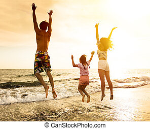 springt, strand, gezin, vrolijke