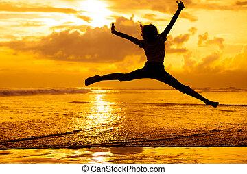 springt, tijd, dageraad, strand, meisje, vrolijke