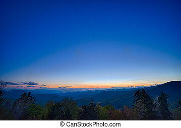 springtime, em, panorâmico, avenida cume azul, appalachians, montanhas esfumaçadas
