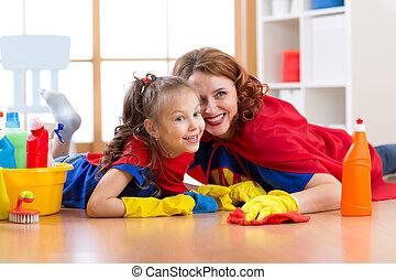 sprytny, córka, podobny, jej, podłoga, ubrany, dziecko, czyszczenie, macierz, uśmiechanie się, superheroes