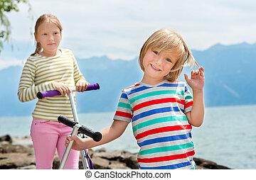 sprytny, dzieciaki, dwa, ich, jezioro, dzierżawa, hulajnogi, interpretacja