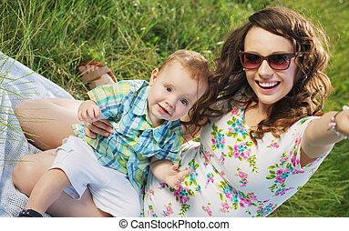 sprytny, kobieta, jej, syn, fantastyczny, uśmiech
