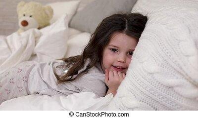 sprytny, mały, budzi się, do góry, łóżko, sen, dziecko,...