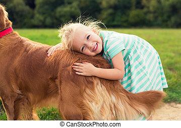 sprytny, mały, jej, pieszczoch, pies, tulenie, blond, dziewczyna, godny podziwu