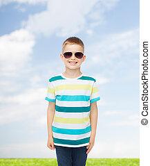 sprytny, mały, sunglasses, uśmiechanie się, chłopiec