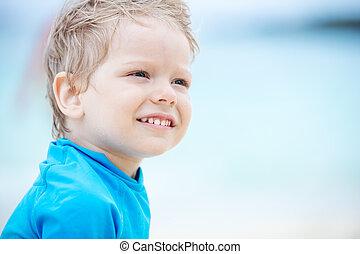 sprytny, mały, uśmiechanie się, chłopiec