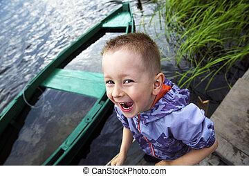 sprytny, uśmiechanie się, chłopiec, mały, outdoors